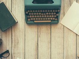 4287760-typewriter-801921_1920.jpg